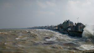Mon gite en Normandie - Les vagues sur le front de mer